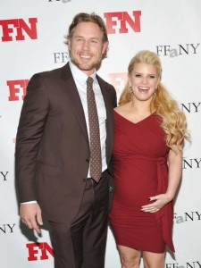 Fashion icon Jessica Simpson gives birth